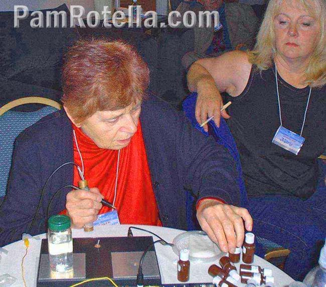 Hulda Clark teaching syncrometer class at 2003 Rife Conference