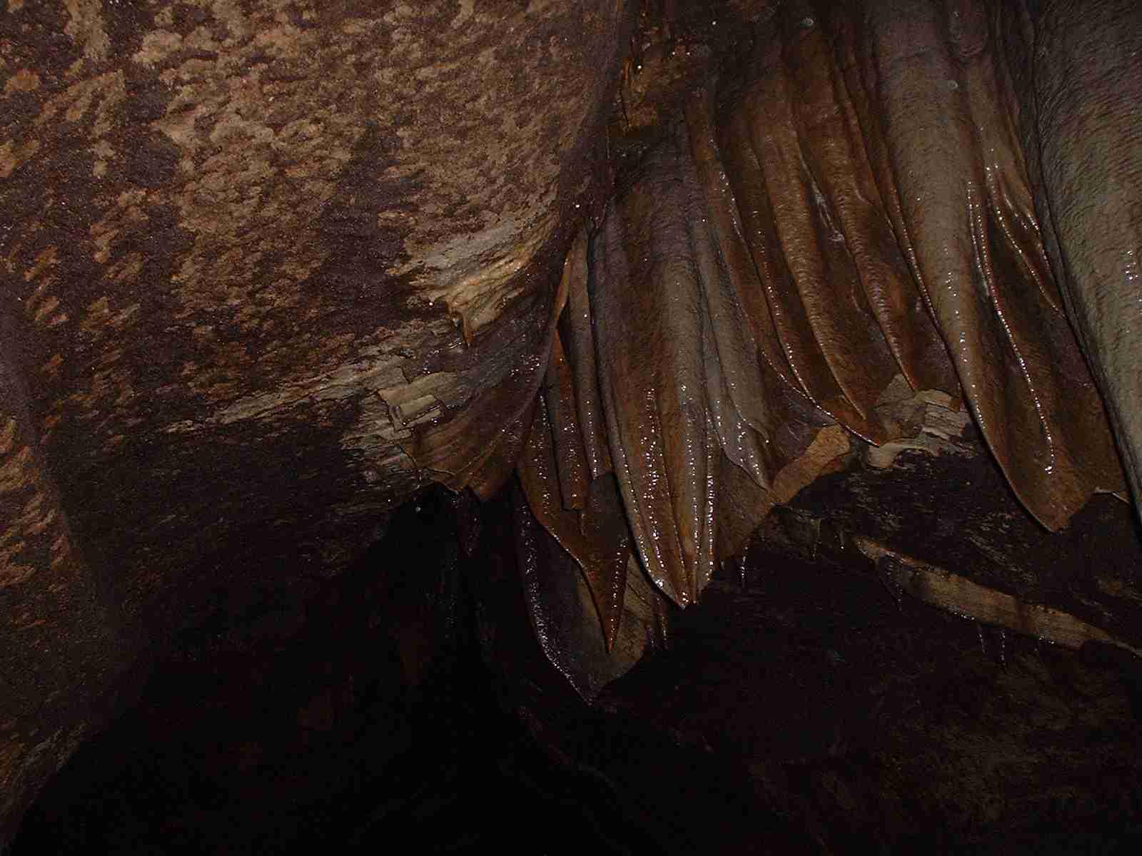 Iron-rich stalactites