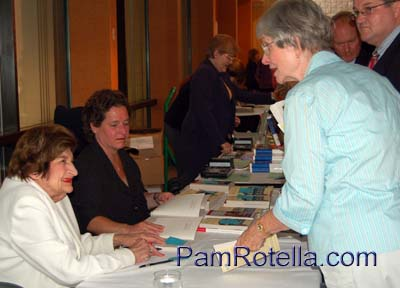 Helen Thomas (far left front) at a book signing in Virginia, August 2007